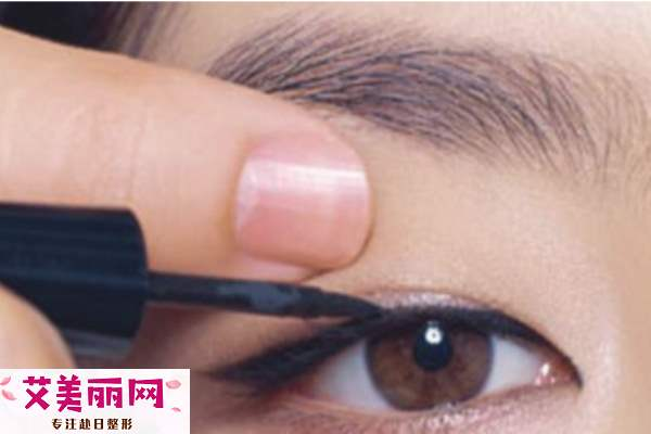 双眼皮怎么画眼线 双眼皮画眼线步骤